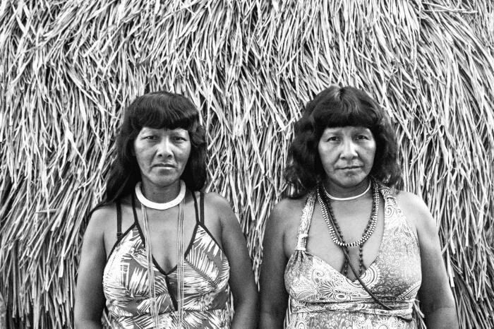 Koré Ikpeng (esq.) e Magaro Ikpeng (dir.). Foto: Isabel Harari, 2016.