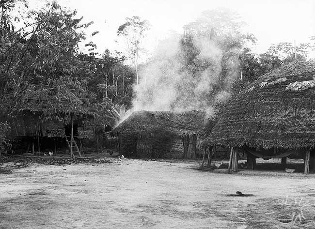 Vista parcial da aldeia Anapuaka no médio-alto Rio Paru de Leste, no Pará. Foto: Daniel Schoepf, 1978.
