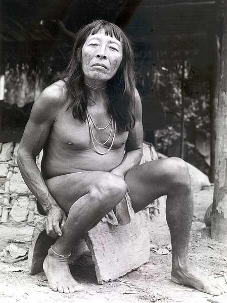 Retrato de Dondon, então chefe wayana da aldeia Anapuaka. Foto: Daniel Schoepf, 1972.