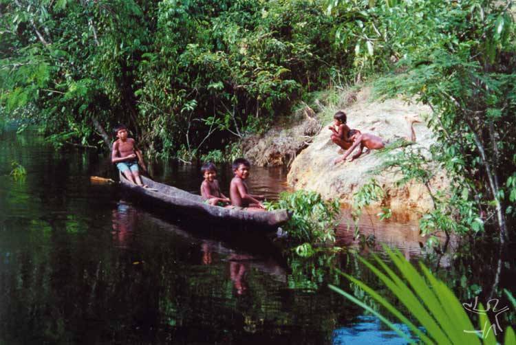 Crianças tuyuka. Foto: Aloisio Cabalzar, 2002.