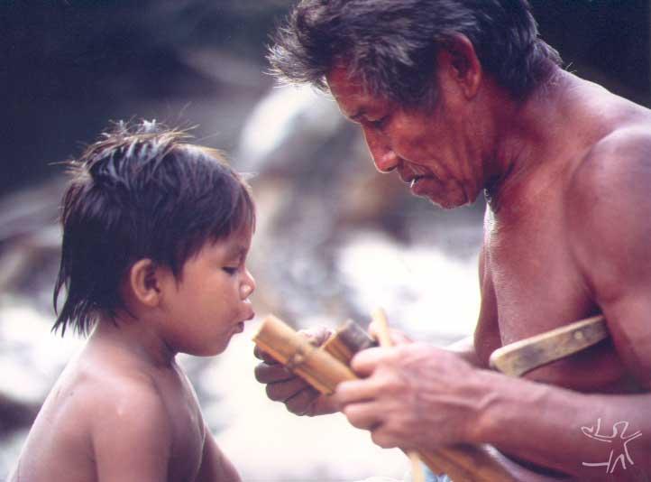 Piutr Jaxa, antigo habitante de Pari-Cachoeira, no Uaupés, e que atualmente vive na Terra Indígena Balaio. Foto: Piort Jaxa, 1993.