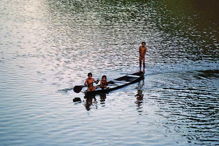 Crianças Arara no rio Guariba. Foto: Gilton Mendes, 2006