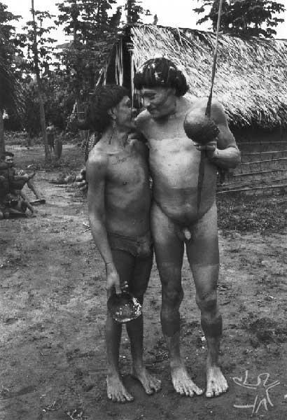 Amigos apihi-pihã. Foto: Eduardo Viveiros de Castro, 1982.