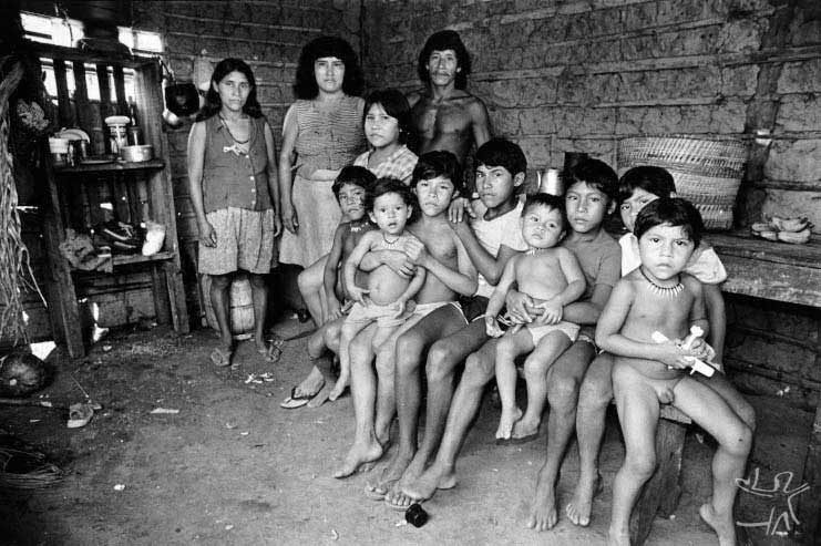 Família Pukará e Asuriní. Foto: Michel Pellanders, 1987