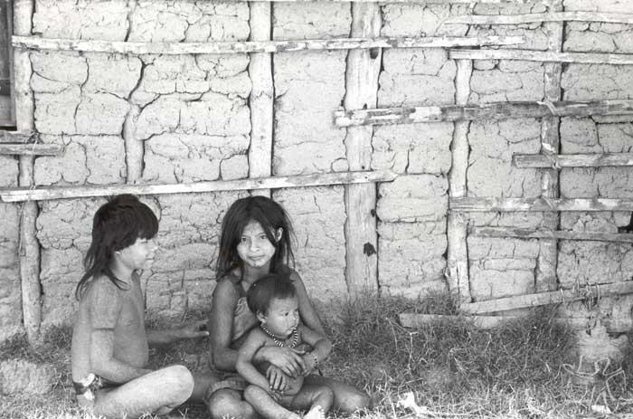 Crianças na TI Roosevelt. Foto: Kim-Ir-Sen, 1981.