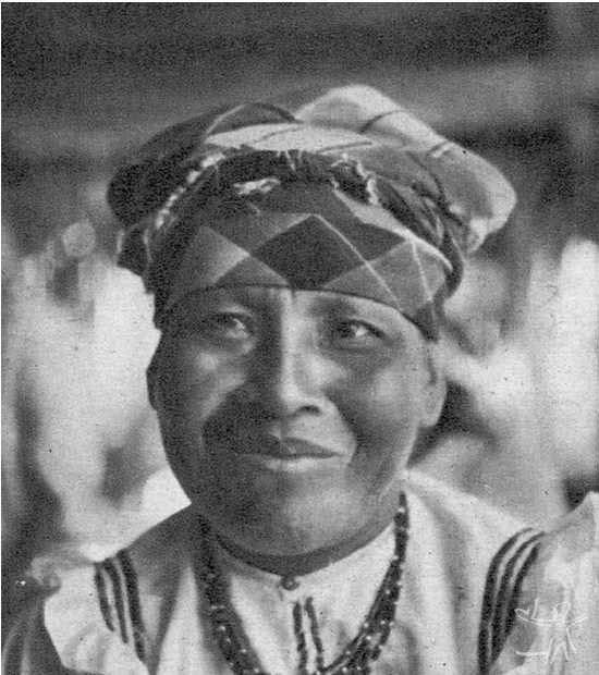 Índia Galibi usando o turbante tradicional das mulheres creoulas da Guiana e das Antilhas francesas. Foto: Major Thomaz Reis, 1936