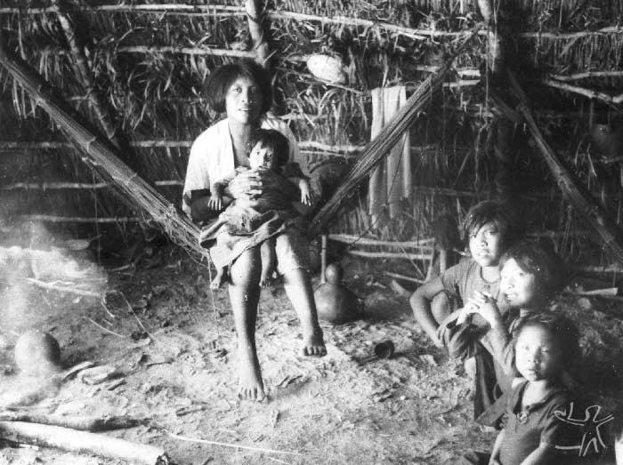 Família guarani kaiowa. Foto: acervo Museu do Índio, 1943.