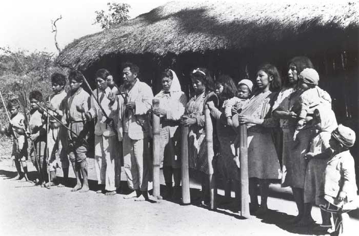 Cerimônia religiosa entre os Kaiowa. Foto: Egon Shaden, 1949.