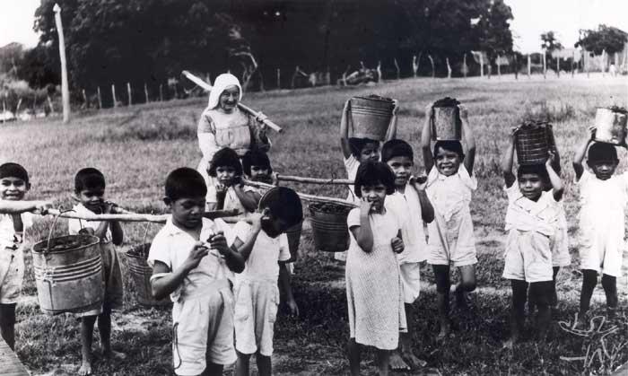 Atividades na Missão Anchieta. Foto: Arquivo OPAN, década de 60.