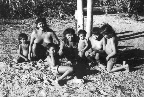 Índios myky. Foto: Elizabeth Rondon Amarante, década de 70.