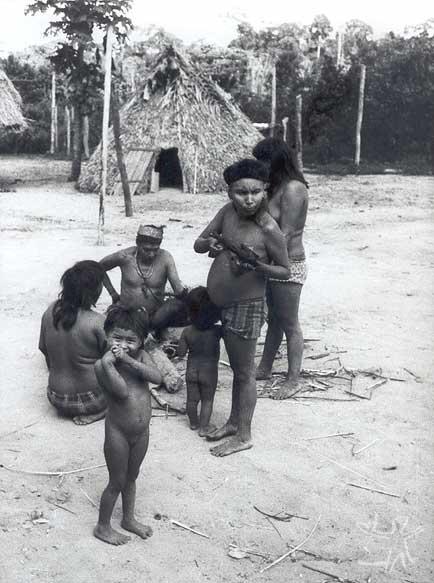 Aldeia myky. Foto: Elizabeth Rondon Amarante, década de 70.