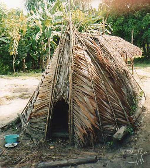 Casinha de reclusão Jamamadi na aldeia São Francisco (TI Jarawara Jamamadi Kanamanti). Foto: Peter Schröder, PPTAL/ 2000