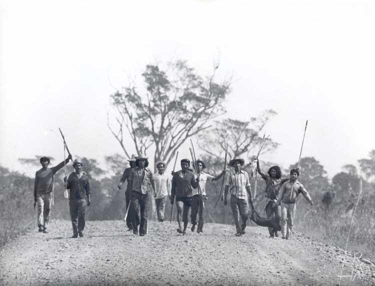 Kaingang contra colonos em Nonoai. Foto: Assis Hoffman, 1978.