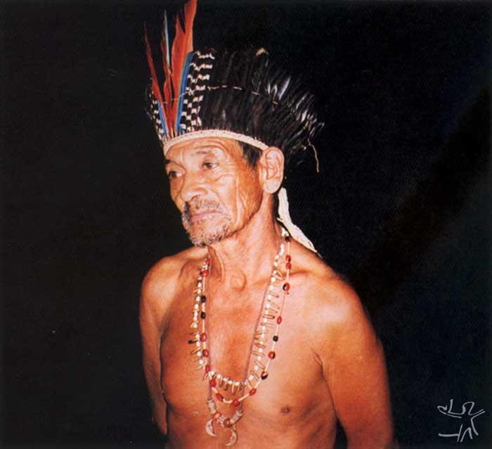 Vicente Fokãe, liderança do PI Xapecó, no Kikikoi (ritual dos Mortos). Foto: Kimiye Tommasino, 2000.
