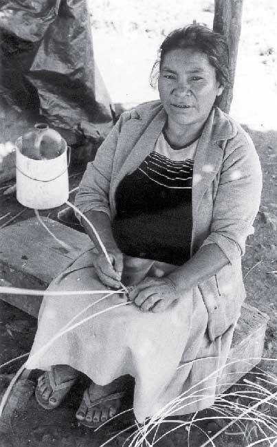 Mulher kaingang de Ivaí (RS). Foto: Vilaine Capellari, 1994.