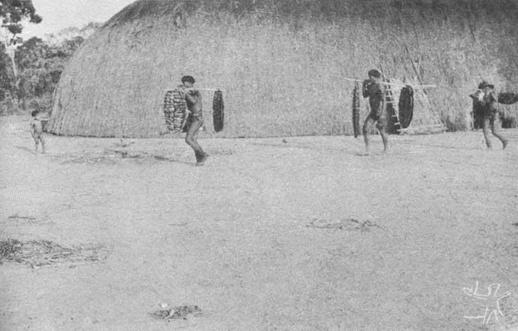 Volta de uma pescaria coletiva. Foto: Carmen Junqueira, 1972.