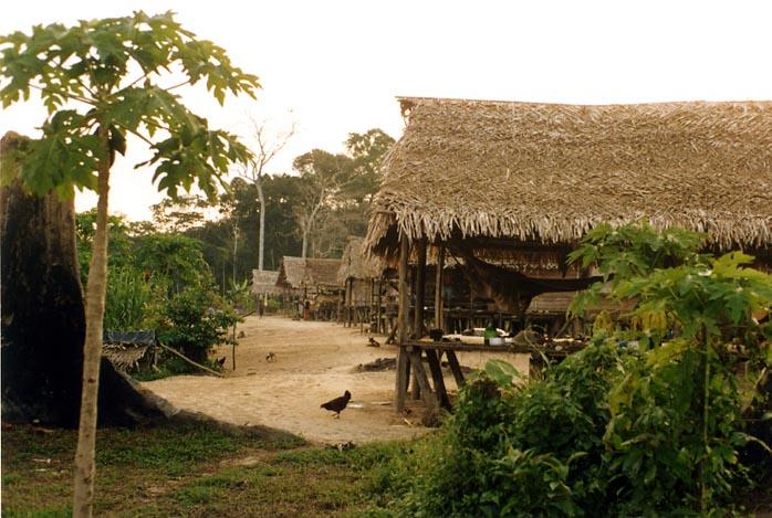 Aldeia de Kumaru. Foto: Luiz Costa, 2004