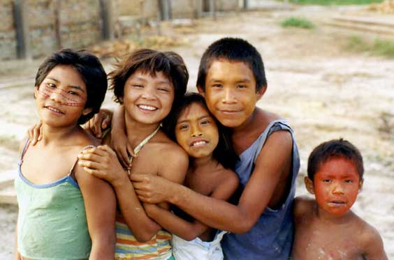 Crianças Kanamari. Foto: Luiz Costa, 2004