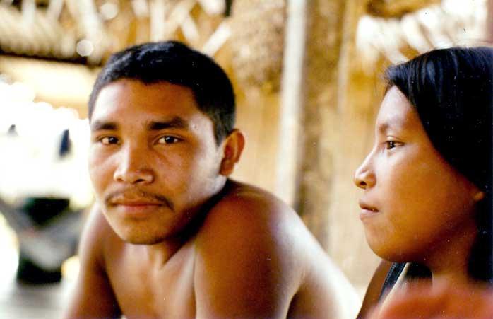 Jovem casal Kanamari. Foto: Luiz Costa, 2004.