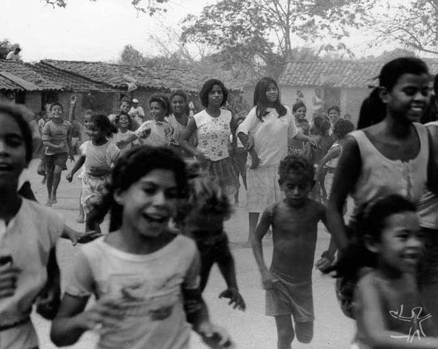 Crianças do povo Kariri-Xocó. Fonte: Celso Brandão, 1998