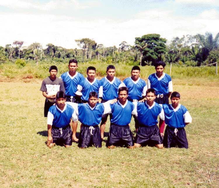 Time de futebol karitiana. foto: Felipe Ferreira Vander Velden, 2003.