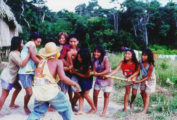 Brincadeira da cana-de-açúcar. Foto: Edilene Coffaci de Lima, 1998