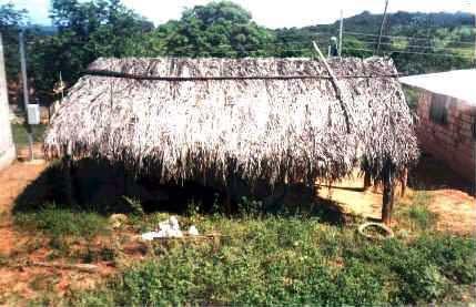 Casa para realização de rituais. Foto: Cácio Silva, 2003.