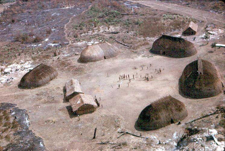 Última aldeia Suyá antes do contato permanente com os irmãos Villas Bôas e o Alto Xingu. Foto: Harold Schultz, 1959.