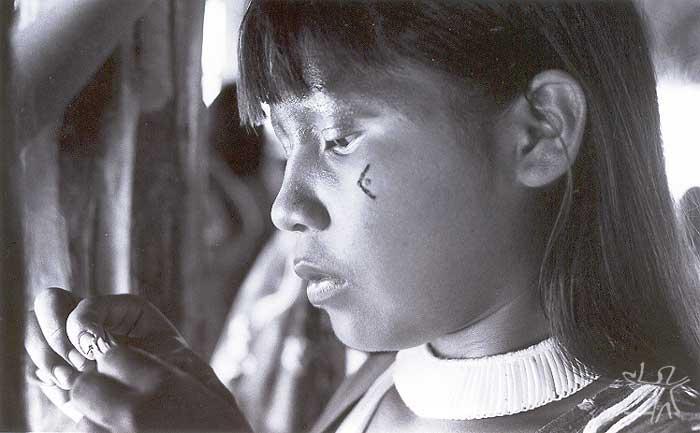 Yawêkêrê Suyá preparando-se para um ritual. Foto: Camila Gauditano, 2001.