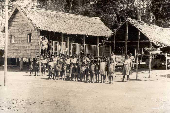 Aldeia Munduruku no rio Canumã. Foto: Ezequias Heringer Filho, 1982.