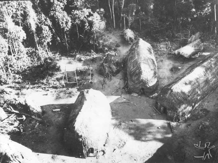 Vista de uma aldeia Paiter. Foto: Possidônio Bastos, 1970.