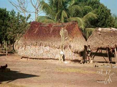 Escola da aldeia Lobó. Foto: Ivaneide Bandeira, 2000.