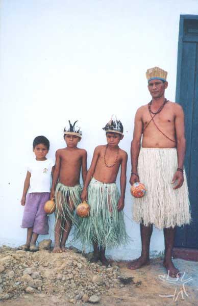 Edmilson da Silva e filhos. Foto cedida por Ivone Gomes, final da década de 1990.