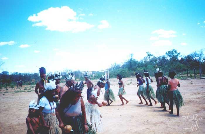 Dança do Toré. Foto: Padre Manuel Bonfim da Conceição, final da década de 1990.