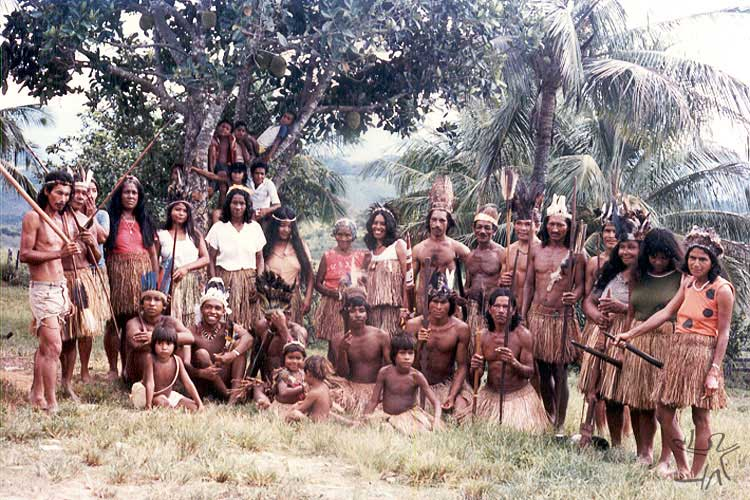 Pataxó Hãhãhãe group at the former São Lucas Farm. Photo: Hermano Penna, 1980s