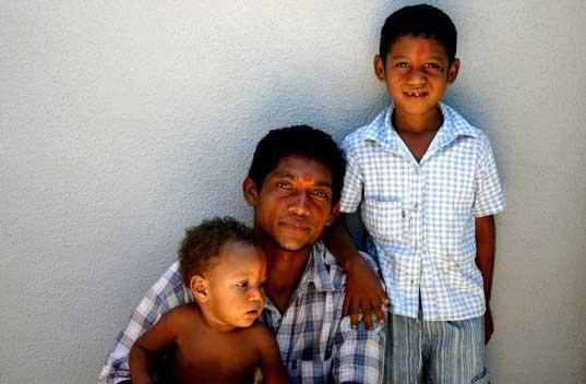 Maurício Pitaguary e filhos. Foto: Joceny Pinheiro, Setembro 2006, Fortaleza-CE