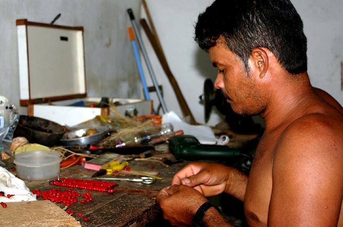 Oficina de Artesanato. Foto: Joceny Pinheiro, Dezembro de 2005, Maracanaú-CE.