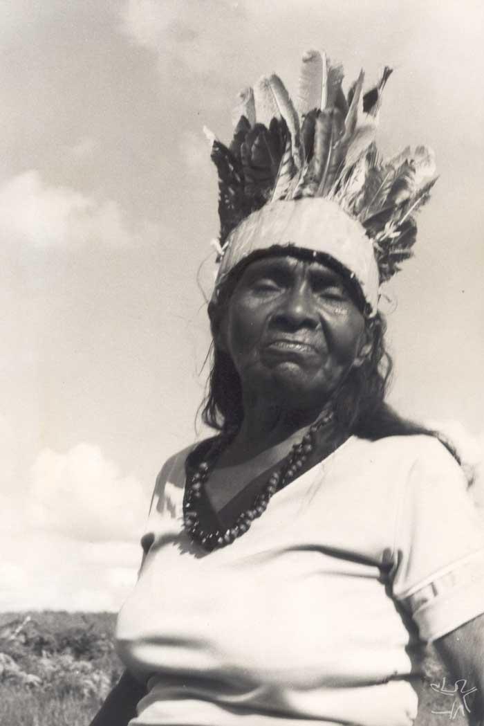 Mulher Potiguara na Baía da Traição. Foto: Tiuré, 1981.