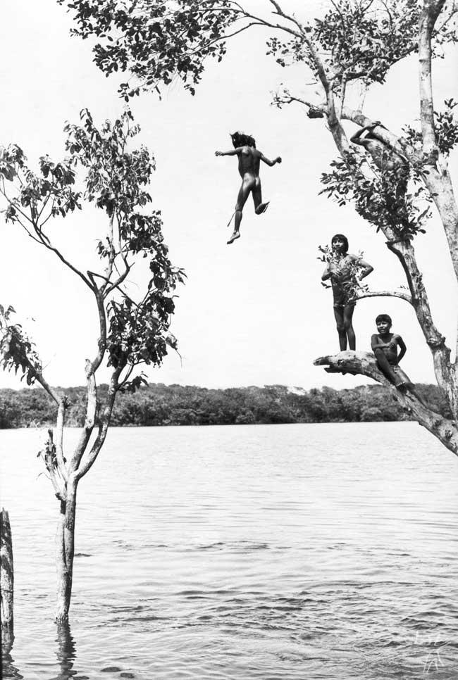 Meninos Tapirapé. Foto: Antônio Carlos Moura, s/d.