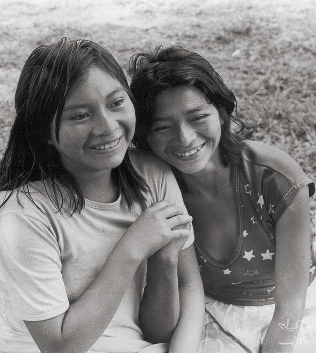 Moças Taurepang. Foto: Eliane Motta, 1984.