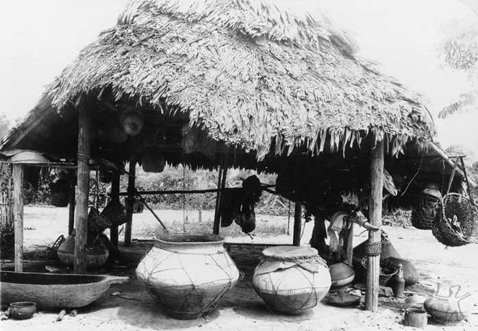 Habitação ticuna no Igarapé Belém. Foto: Acervo Museu do Índio, 1930