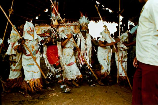 Índios Ticuna durante ritual, Belém do Solimões, Terra Indígena Évare I, Amazonas. Foto: Jussara Gruber , 1978