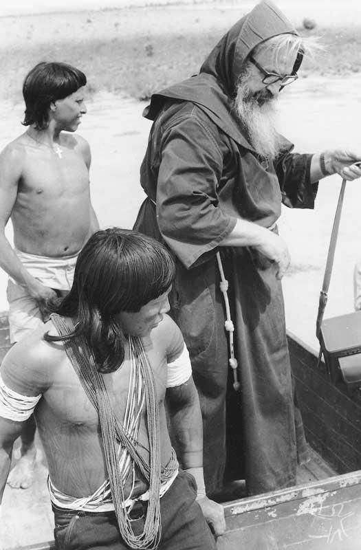 Frei Angélico na Missão Titiyó. Foto: Acervo ISA, 1969.