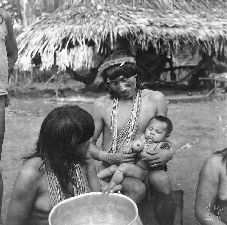 Família Tiriyó. Foto: Protásio Frikel, 1965