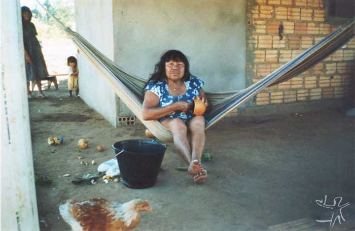 Kaiulu Trumai, mãe do prof. Takap Pi'yu Trumai Kaiabi, da escola estadual da Aldeia Boa Esperança. Foto: Maria Cristina Troncarelli, 2000