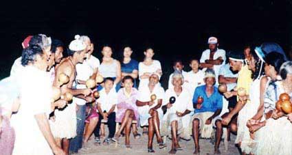 Toré no terreiro do São Miguel. Foto: Ugo Maia, 2000.
