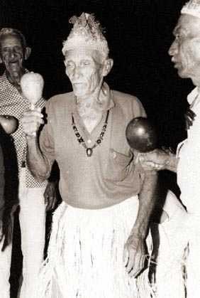 Mestres de toré no terreiro do São Miguel. Foto: Ugo Maia, 1998.