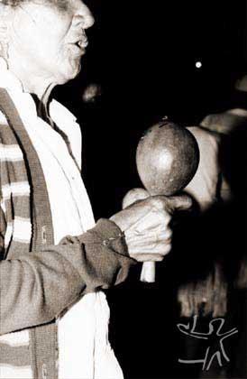 Mestra de toré do terreiro do São Miguel. Foto: Ugo Maia, 1999.