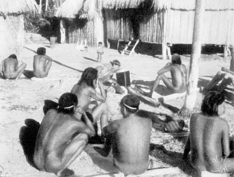 Primeiro encontro de Franz Caspar com os Tupari. Foto: Franz Caspar, 1948