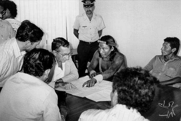 Encontro de lideranças indígenas com o governador do Amapá Jorge Nova da Costa. Foto: Dominique T. Gallois, 1989.